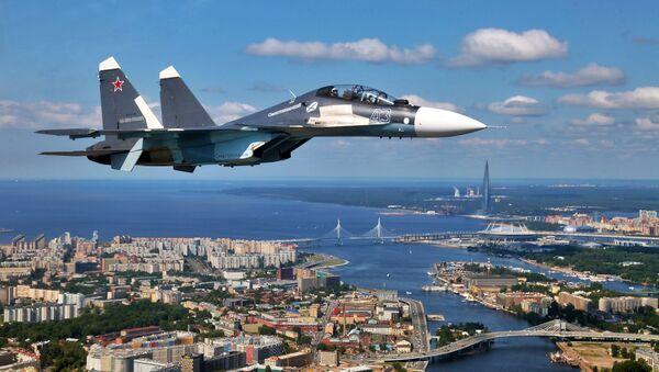 Un Su-30SM sobrevuela San Petersburgo (archivo) - Sputnik Mundo