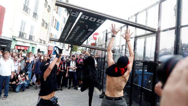 Protestas contra el G7 en Bayona, Francia - Sputnik Mundo