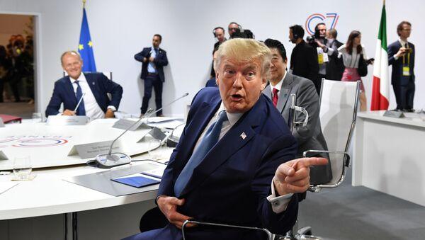 El presidente de EEUU, Donald Trump, en una reunión durante la cumbre del G7 en Francia - Sputnik Mundo
