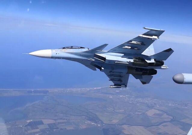 Los Su-30SM participan en un entrenamiento de combate en Crimea