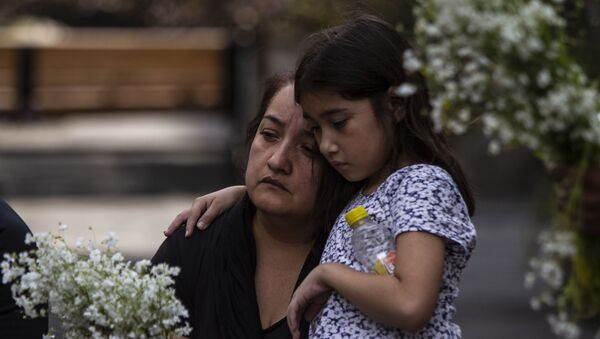Asistentes al evento que inició las actividades para conmemorar 'la masacre de los 72 migrantes' en San Fernando Tamaulipas en el 'Lugar de las palabras en común' en el Centro Histórico de la ciudad de México - Sputnik Mundo