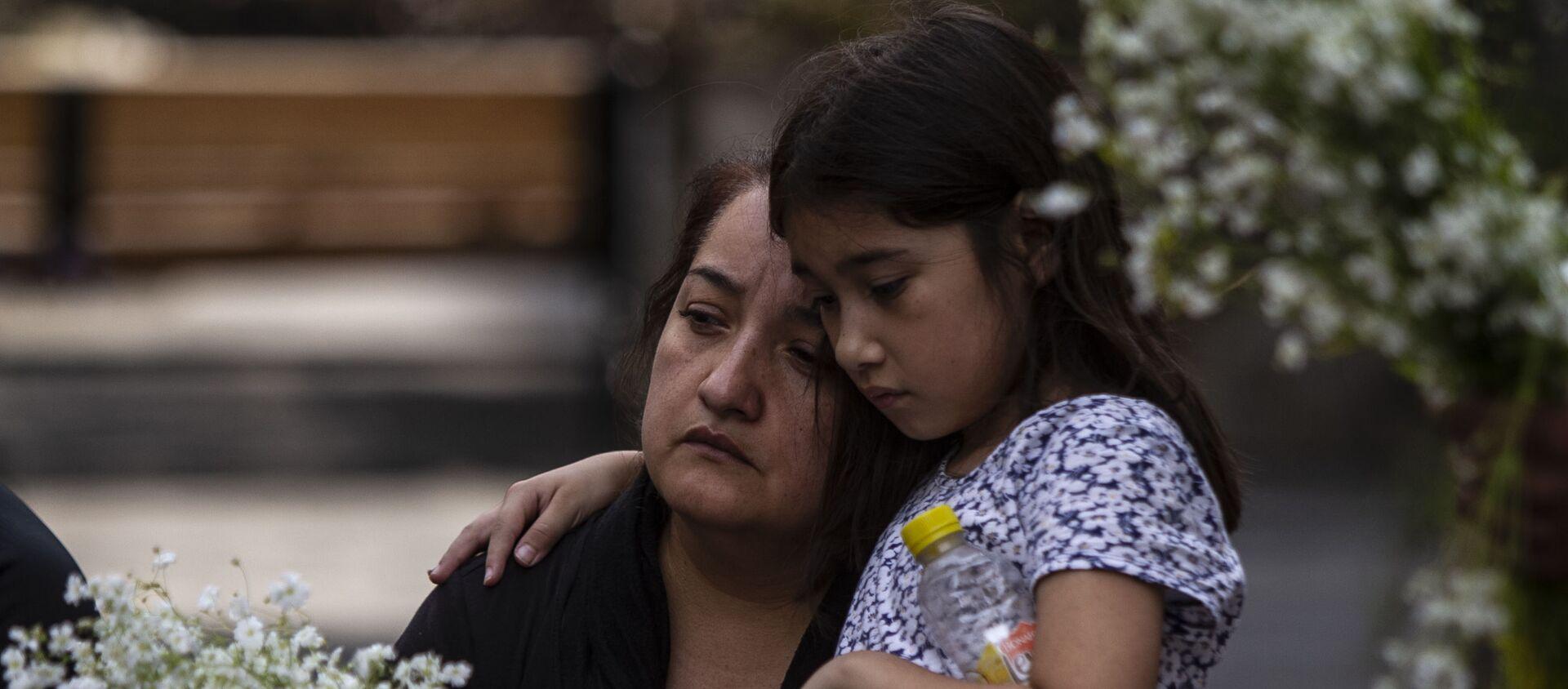 Asistentes al evento que inició las actividades para conmemorar 'la masacre de los 72 migrantes' en San Fernando Tamaulipas en el 'Lugar de las palabras en común' en el Centro Histórico de la ciudad de México - Sputnik Mundo, 1920, 26.08.2019