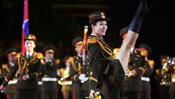 Военный оркестр Народной армии Корейской Народно-Демократической Республики (КНДР) на репетиции парада участников Международного военно-музыкального фестиваля Спасская башня на Красной площади в Москве - Sputnik Mundo