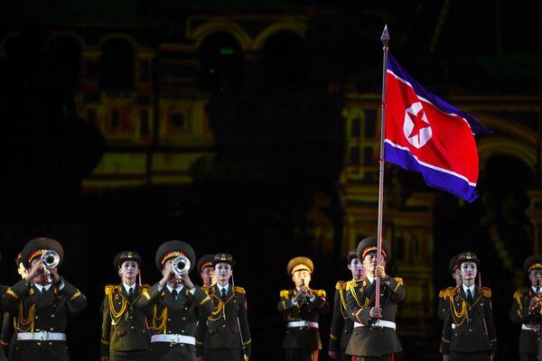 Las militares norcoreanas conquistan a los rusos con su arte - Sputnik Mundo