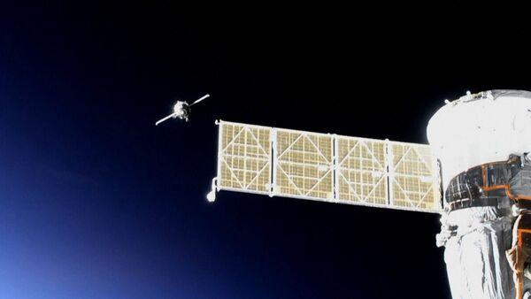 La nave con el androide ruso Fedor logra acoplarse a la EEI en su segundo intento - Sputnik Mundo