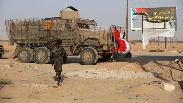 Un soldado de las Fuerzas del Gobierno yemeníes - Sputnik Mundo