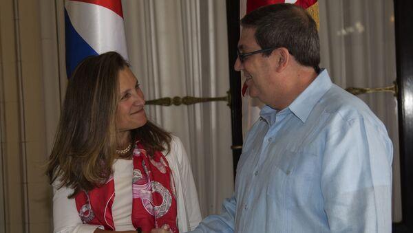 El canciller cubano, Bruno Rodríguez Parrilla, y su par de Canadá, Chrystia Freeland - Sputnik Mundo