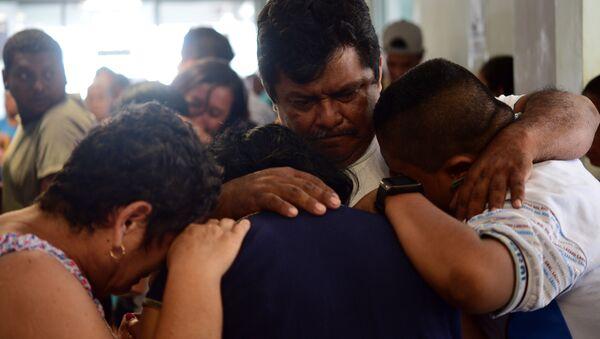 Familiares de los fallesidos tras el ataque al Bar Caballo Blanco en Veracruz (México), el 28 de agosto de 2019 - Sputnik Mundo