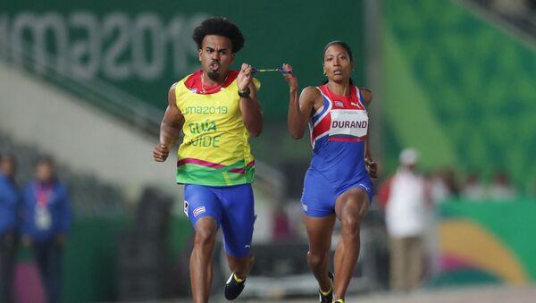 Omara Durand, velocista cubana (a la derecha) - Sputnik Mundo