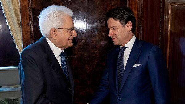 El presidente de Italia, Sergio Mattarella junto al primer ministro italiano Giuseppe Conte - Sputnik Mundo