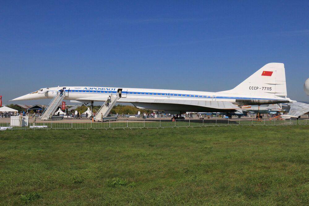 El avión de pasajeros supersónico soviético Tu-144