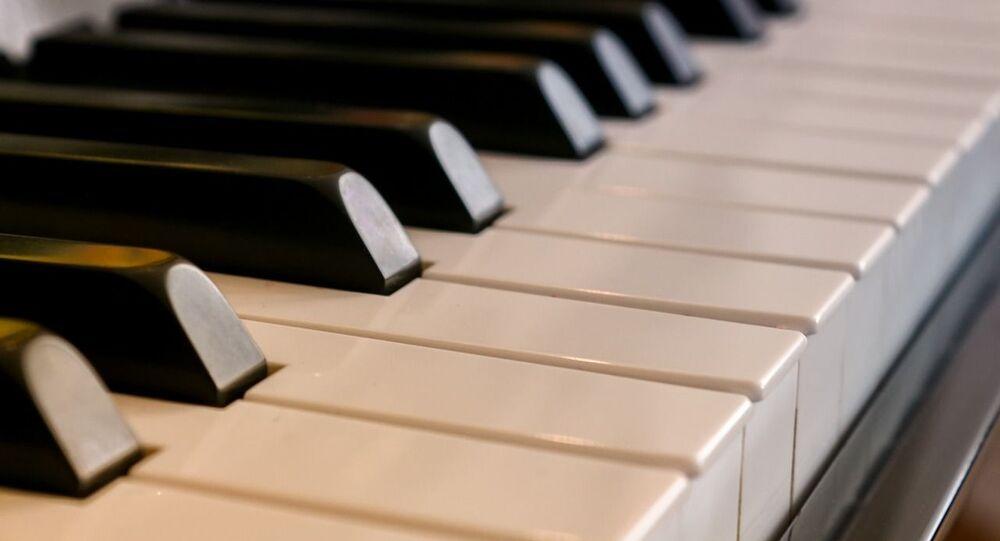 Un piano, referencial