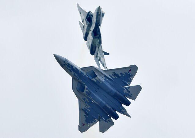 Dos cazas Su-57