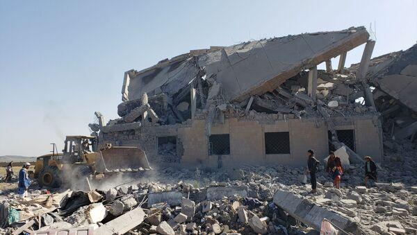 Bombardeo de una cárcel en Yemen - Sputnik Mundo