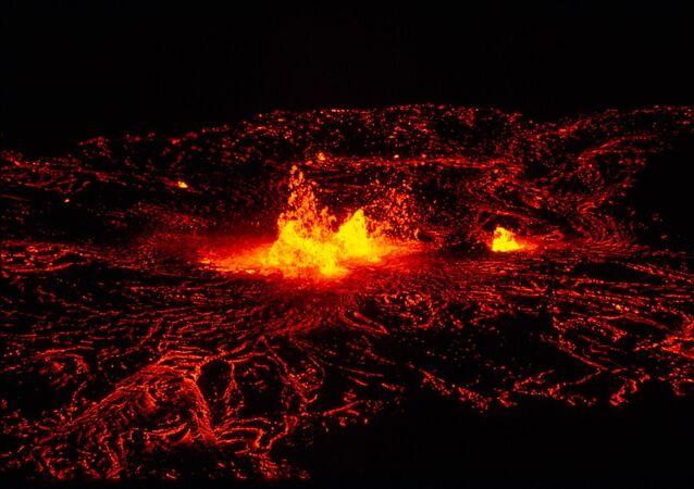 Lava volcánica (archivo)
