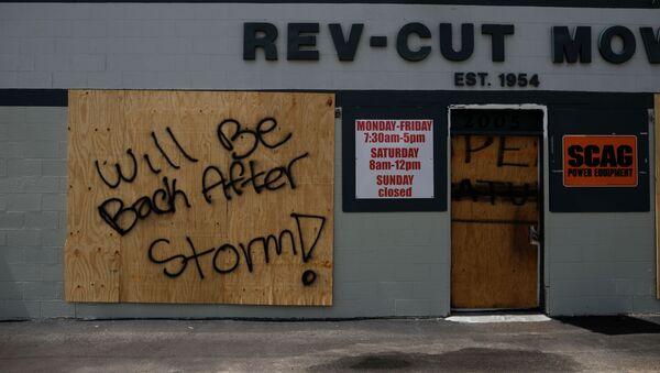 Los negocios locales se preparan para el huracán - Sputnik Mundo