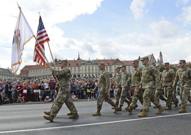 Los soldados estadounidenses en Varsovia