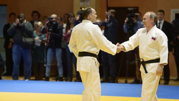 El entrenador de la selección rusa de judo Ezio Gamba y el presidente de Rusia, Vladímir Putin - Sputnik Mundo