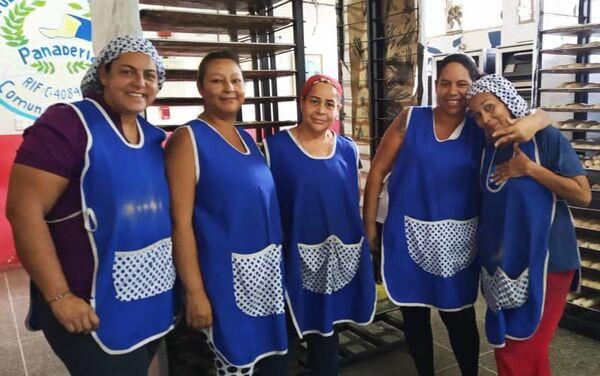Las productoras de la panadería comunal de la Comuna Victoria Socialista, en Caracas, Venezuela - Sputnik Mundo
