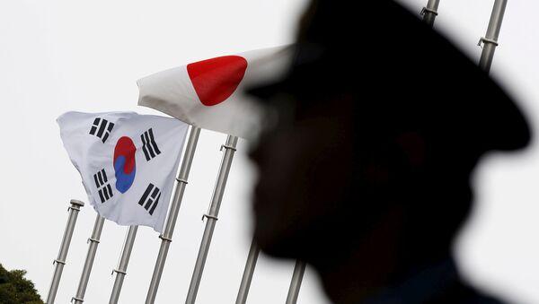 Banderas de Corea del Sur y Japón - Sputnik Mundo