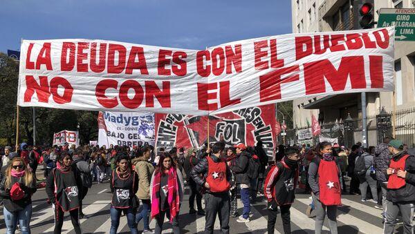 Manifestantes en las calles de Buenos Aires - Sputnik Mundo