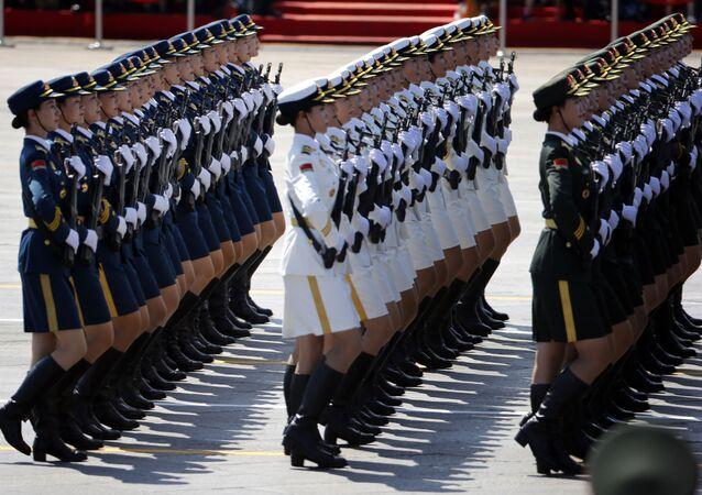Soldados chinas durante un desfile militar
