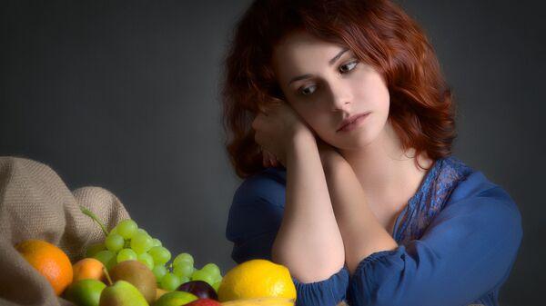 Una mujer y frutas - Sputnik Mundo