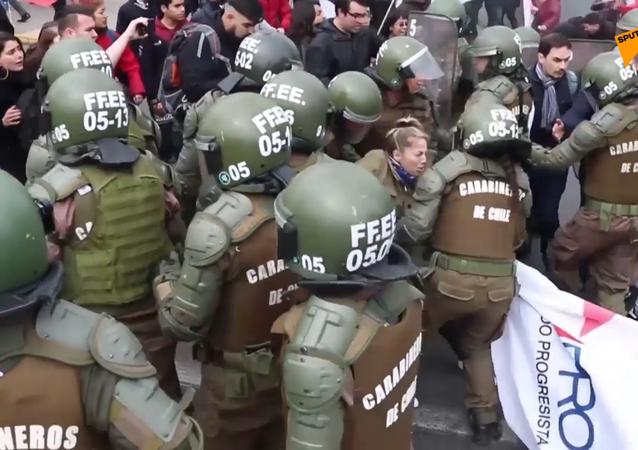 Cómo el Día de la Protesta Nacional sumerge Chile en el caos
