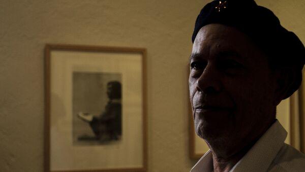 Rubén Pax, fotógrafo con más de 50 años de trayectoria muestra una de las fotos que más le gusta, llamada 'El Escribano', en el Museo de la Fotografía de la ciudad de México - Sputnik Mundo