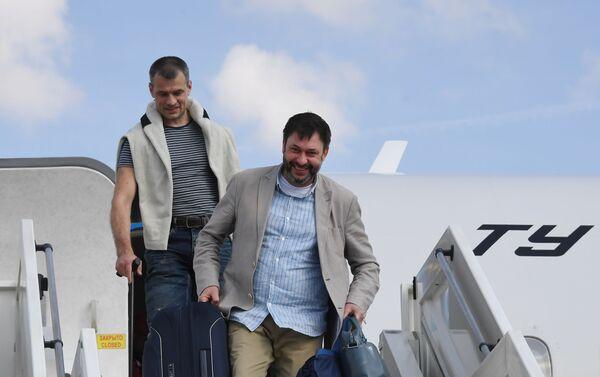 Kiril Vishinski, jefe del portal RIA Novosti Ukraina arriba a Moscú tras una detención de más de un año en Ucrania - Sputnik Mundo