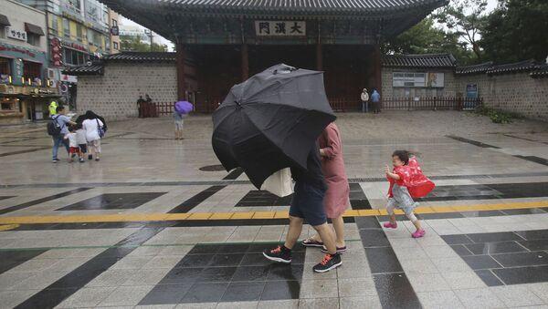 El tifón Lingling en Corea del Sur - Sputnik Mundo