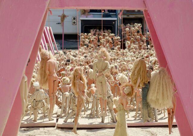 El campo de exterminio de Barbies, imagen del 2017