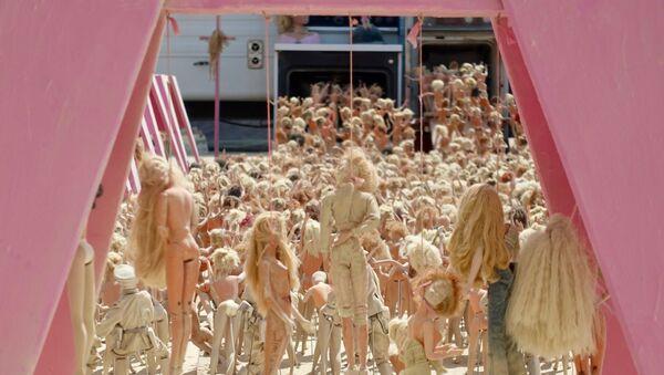 El campo de exterminio de Barbies, imagen del 2017 - Sputnik Mundo