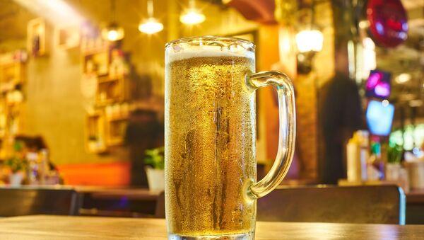 Cerveza, imagen referencial - Sputnik Mundo
