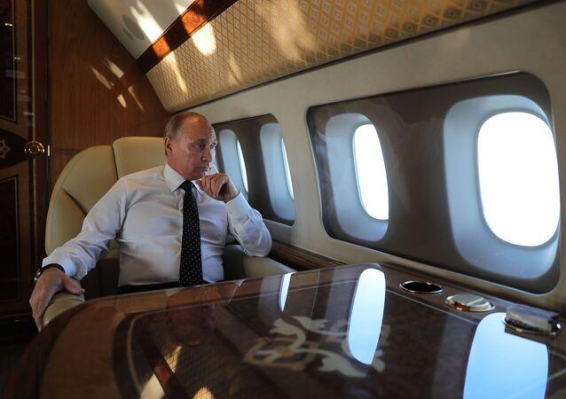 Vladímir Putin a bordo del avión presidencial