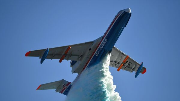 Avión anfibio multipropósito ruso Be-200 - Sputnik Mundo