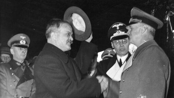 Ribbentrop y Mólotov - Sputnik Mundo