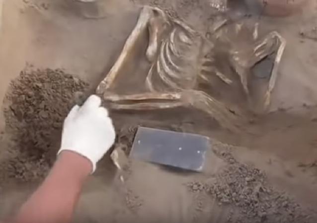 Hallan un 'iPhone' de más  de 2 milenios de antigüedad en la Atlántida rusa