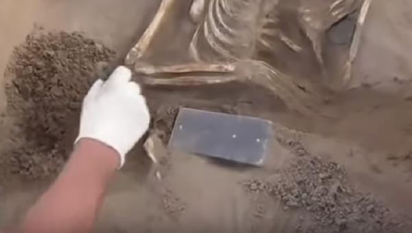 Hallan un 'iPhone' de más  de 2 milenios de antigüedad en la Atlántida rusa - Sputnik Mundo