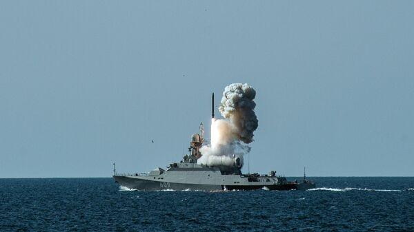 Las maniobras de la Flota rusa del mar Negro - Sputnik Mundo