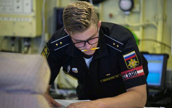 Un oficial de la corbeta portamisiles Orekhovo-Zuyevo - Sputnik Mundo