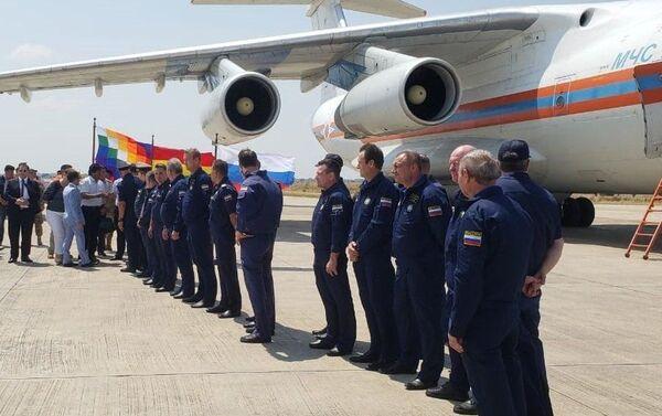 Evo Morales, presidente de Bolivia recibe a la tripulación del avión bombero ruso Il-76 - Sputnik Mundo