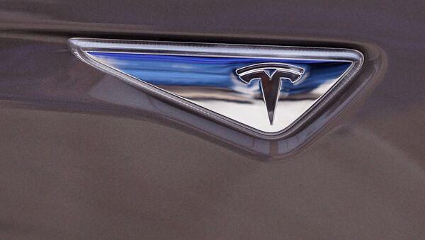 El logo de Tesla Motors - Sputnik Mundo