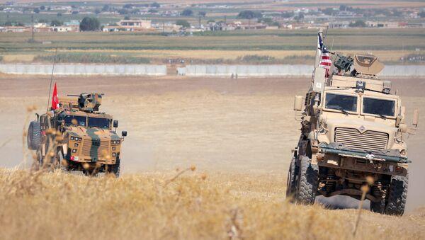 Blindados de Turquía y EEUU en Siria - Sputnik Mundo