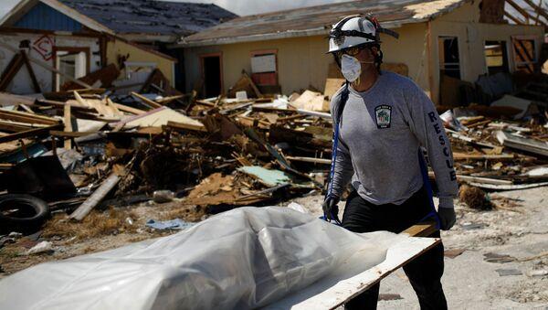 Una víctima del huracán Dorian en Bahamas - Sputnik Mundo