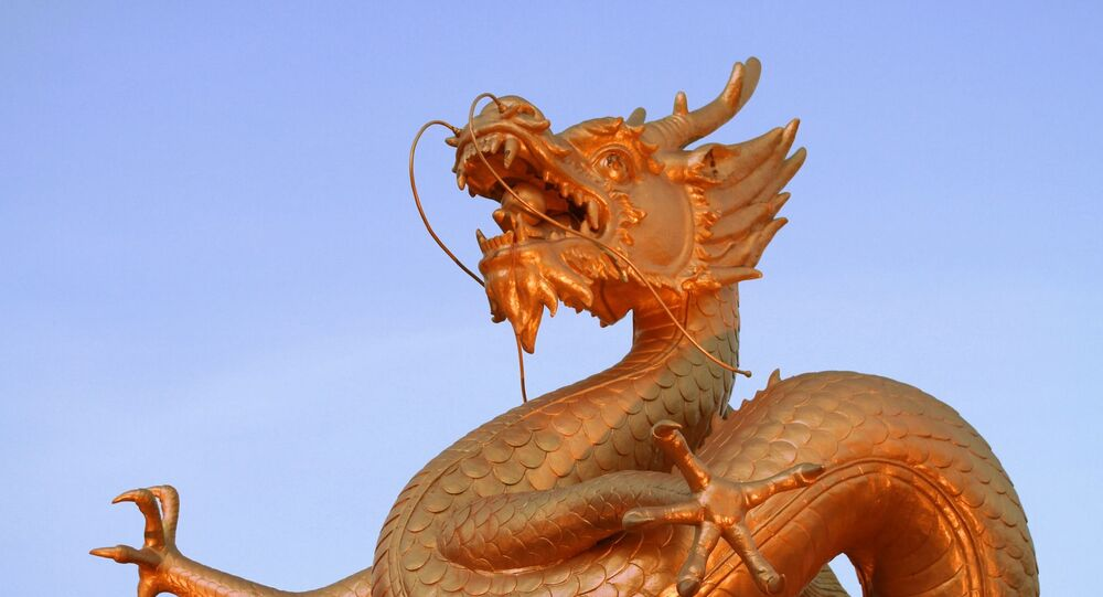 Una estatua de dragón china