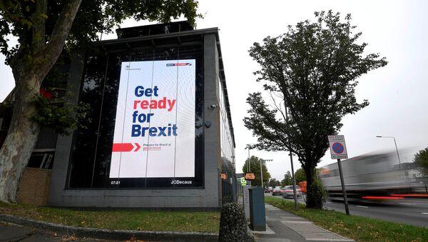 Un billboard en el que se lee Prepárate para el Brexit - Sputnik Mundo