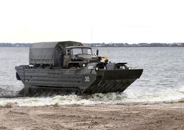 Transportador flotante del Ejército de Mongolia