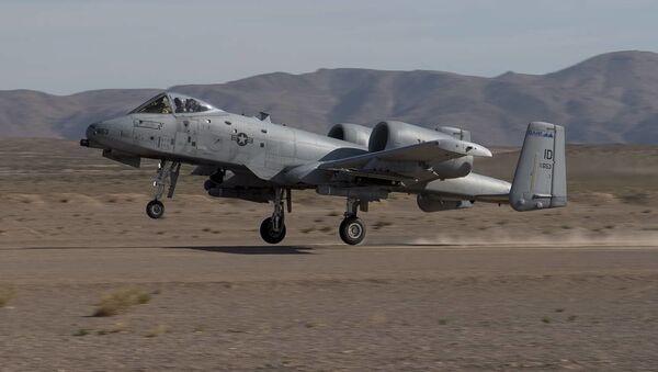 Un avión de asalto A-10 Thunderbolt - Sputnik Mundo