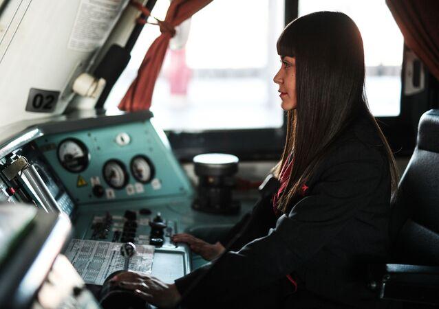 Una maquinista auxiliar rusa